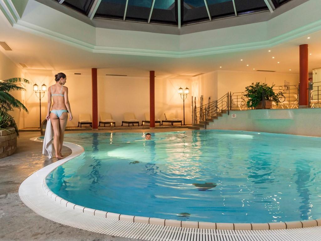 Piscina hotel di benessere sch nblick di riscone a plan for Schwimmbad gegenstromanlage